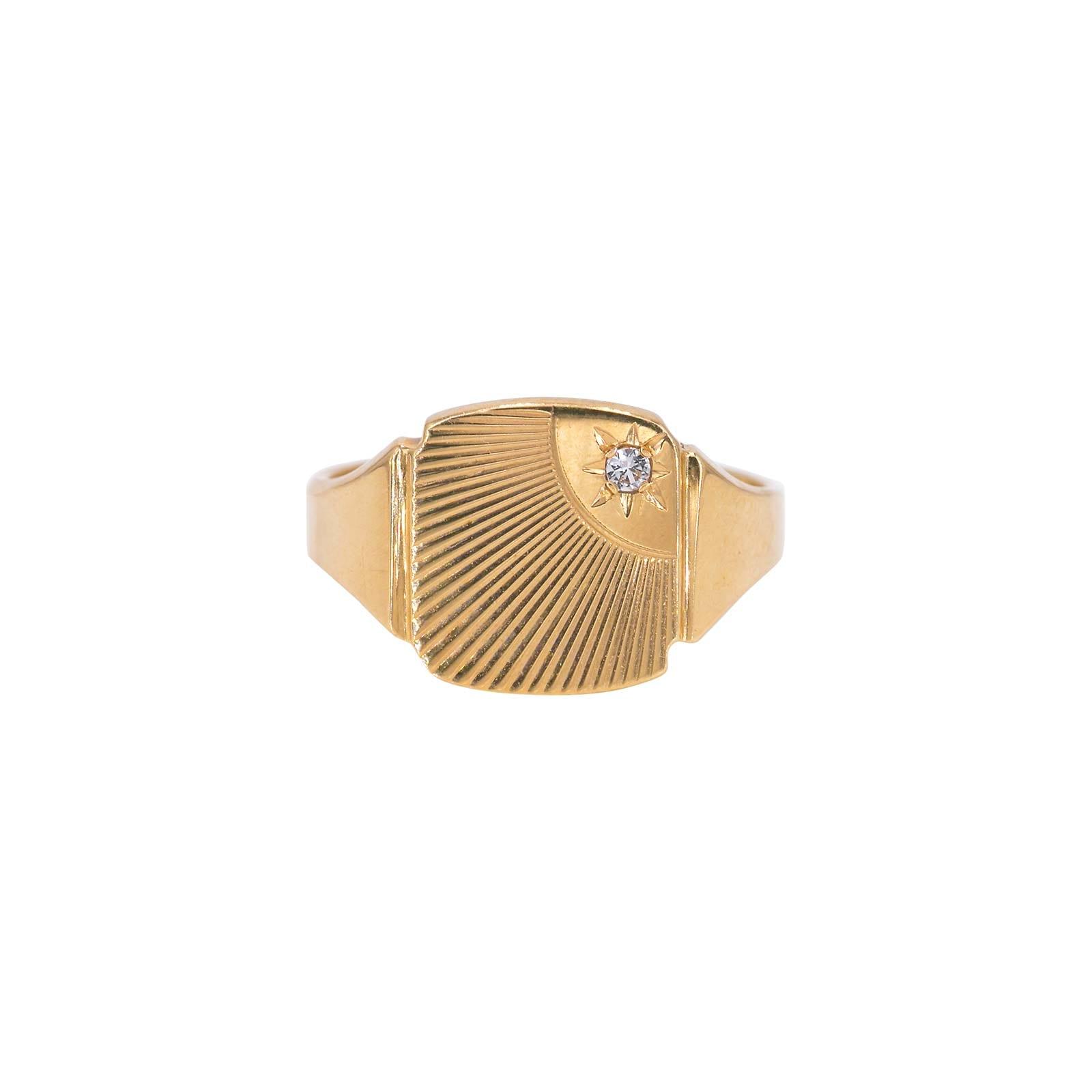 9 carat unisex signet ring. Hallmarked Birmingham 1972. Brand new condition.